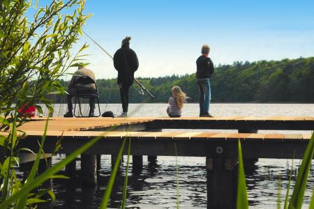 Angler am See an der Mecklenburgischen Seenplatte